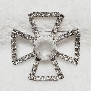 Beautiful Vintage Crystal Cross Brooch